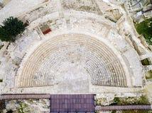 Luchtmening van oud theater van Kourion stock foto