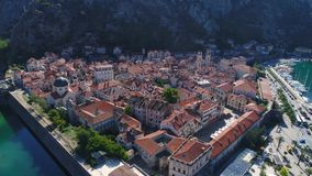 Luchtmening van oude stad Kotor, Montenegro stock video