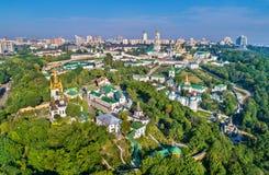 Luchtmening van Pechersk Lavra in Kiev, de hoofdstad van de Oekraïne stock afbeeldingen