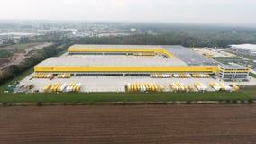 Luchtmening van Post de distributiehub Obertshausen van DHL/Deutsche stock footage