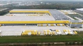 Luchtmening van Post de distributiehub Obertshausen van DHL/Deutsche stock video