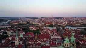 Luchtmening van Praag met Kasteel op Horizon stock videobeelden