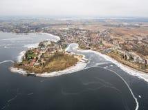 Luchtmening van Rajgrodzkie-Meer, Kasteelberg en Rajgrod Stock Afbeeldingen
