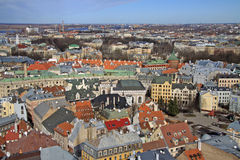Luchtmening van Riga van St Peter Kerk, Riga, Letland royalty-vrije stock foto's