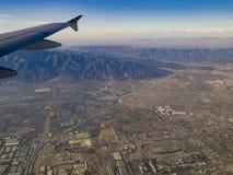 Luchtmening van San Bernardino Mountains, mening van vensterzetel i stock foto's