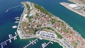 Luchtmening van Sibenik in Kroatië stock footage