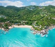 Luchtmening van smaragdgroene tropische overzees, Coral Cove Beach royalty-vrije stock fotografie