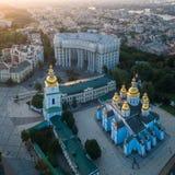 Luchtmening van St Michael ` s gouden-Overkoepeld Klooster in Kiev royalty-vrije stock afbeeldingen