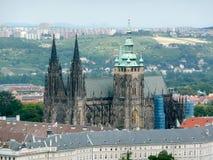 Luchtmening van St Vitus Cathedral, Praag Stock Foto's