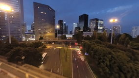 Luchtmening van stadsverkeer bij nacht stock videobeelden