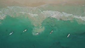 Luchtmening van strand en boten stock videobeelden