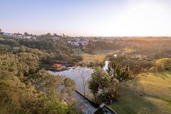 Luchtmening van Tangua-Park en Curitiba-Stad - Curitiba, Parana, Brazilië stock afbeeldingen