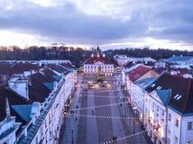 Luchtmening van Tartu-stadhuis met Kerstmisdecoratie stock foto