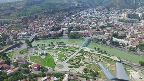 Luchtmening van Tbilisi stock videobeelden