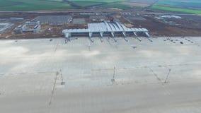 Luchtmening van terminals en toren Luchtmening van het Luchtpark dichtbij de stadscentrum van Krakau Luchthaventerminal, luchtamb royalty-vrije stock foto