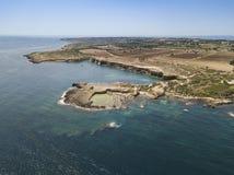 Luchtmening van toneelkustlijn van Plemmirio in Sicilië stock foto