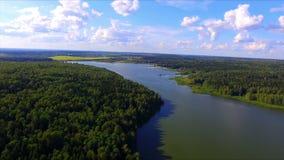 Luchtmening van Torbeyevo-meer in het gebied van Moskou stock videobeelden