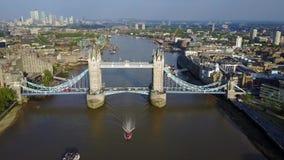 Luchtmening van Torenbrug in Londen stock videobeelden