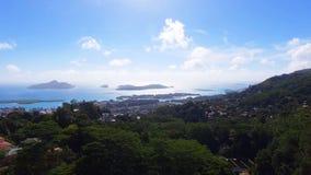Luchtmening van van Bergen en Oceaan van zonder Souci-Gezichtspunt, Seychellen 1 stock footage