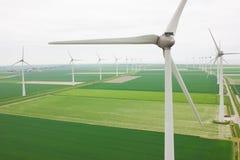 Luchtmening van vele windmolens Stock Fotografie
