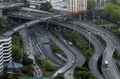 Luchtmening van verkeer op de binnenstadsweg van Auckland Stock Afbeelding