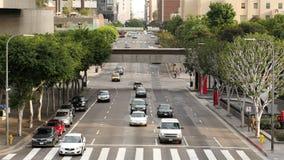 Luchtmening van Verkeer/Voetgangers in Los Angeles Van de binnenstad Californië stock video