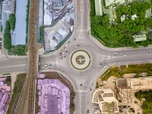 Luchtmening van vierkant in de stad met rotonde Royalty-vrije Stock Foto