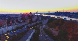 Luchtmening van Vladivostok, Gouden Hoornhaven bij mooie zonsondergang Rusland stock videobeelden