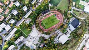 Luchtmening van voetbalstadion in stad, Banska Bystrica, Slowaak Royalty-vrije Stock Afbeeldingen