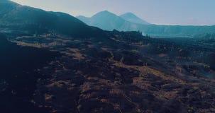 Luchtmening van vulkanisch rotsachtig landschap in Bali stock videobeelden