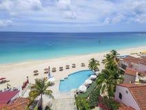 Luchtmening van Weidenbaai in Anguilla Caraïbisch Strand, royalty-vrije stock fotografie