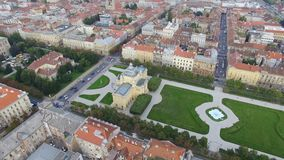 Luchtmening van Zagreb, Koning Tomislav Square stock video