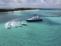 Luchtmening van zandig teneneiland, de Stranden van de Bahamas royalty-vrije stock fotografie