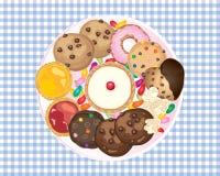 Luchtmening van zoete cakestaartjes en doughnutsnacks op een achtergrond van het gingangtafelkleed Royalty-vrije Stock Foto's