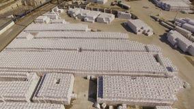 Luchtmenings industriezone met bouwmaterialen stock videobeelden