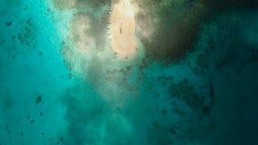 Luchtmenings mooi strand op tropisch eiland Siargaoeiland, Filippijnen stock videobeelden