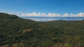 Luchtmenings mooie kustlijn op het tropische eiland Het eiland van Filippijnen Cebu stock footage