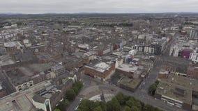 Luchtmeningscityscape van de horizon van de limerickstad, Ierland stock footage