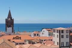 Luchtmeningsdaken van Funchal met kathedraaltoren, Madera, Portugal stock afbeeldingen