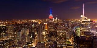 Luchtnachtmening van de horizon van Manhattan - New York - de V.S. Royalty-vrije Stock Foto's