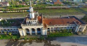 Luchtonderzoek van het oude station stock footage