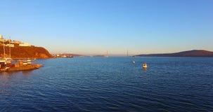 Luchtoverzicht van de Baai van Vladivostok stock video