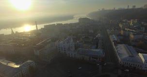 Luchtpanorama van de oude stad Kyiv, RE van Europa Straten van de stad bij zonsopgang 2017 stock video