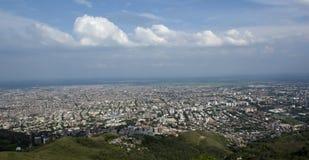 Luchtpanorama van de stad van Cali stock afbeeldingen