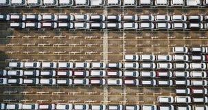 Luchtschot van nieuwe buiten geparkeerde auto's stock footage