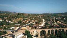 Luchtschot van overspannen bruggen in Spanje stock footage