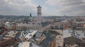 Luchtstad Lviv, de Oekra?ne Europese stad Populaire gebieden van de stad daken stock videobeelden