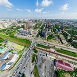 Luchtstadsmening met kruispunten en wegen, woningbouw Helikopterschot Panoramisch beeld royalty-vrije stock foto's