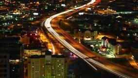 Luchttimelapse, de snelwegen van San Antonio, Texas bij nacht 4K stock videobeelden
