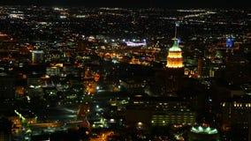 Luchttimelapse, de stadscentrum van San Antonio bij nacht 4K stock video